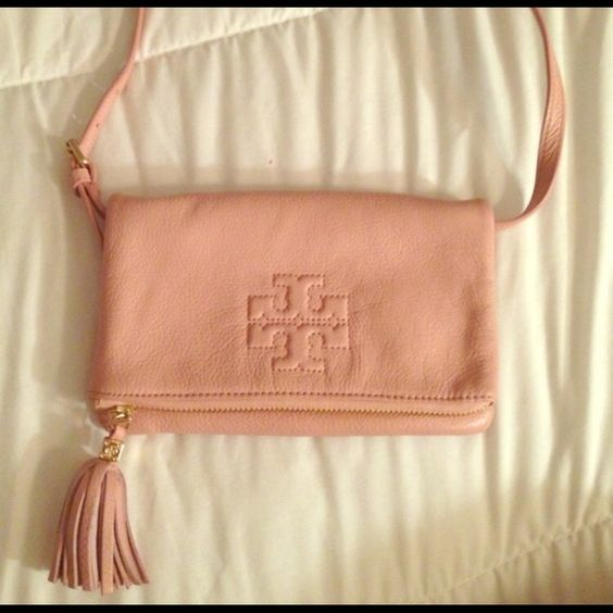 Tory Burch Crossbody bag Selling or trade for any cute MK crossbody bag . Let me know.. This is pretty much new only used twice. Tory Burch Bags Crossbody Bags