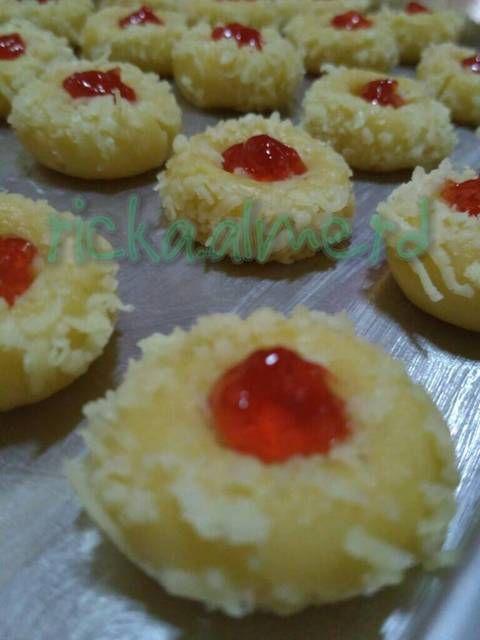 Resep Strawberry Thumbprint Cookies By Ricka Almerd Aneka Kue Dan Minuman Di 2020 Kue Kering Aneka Kue Resep