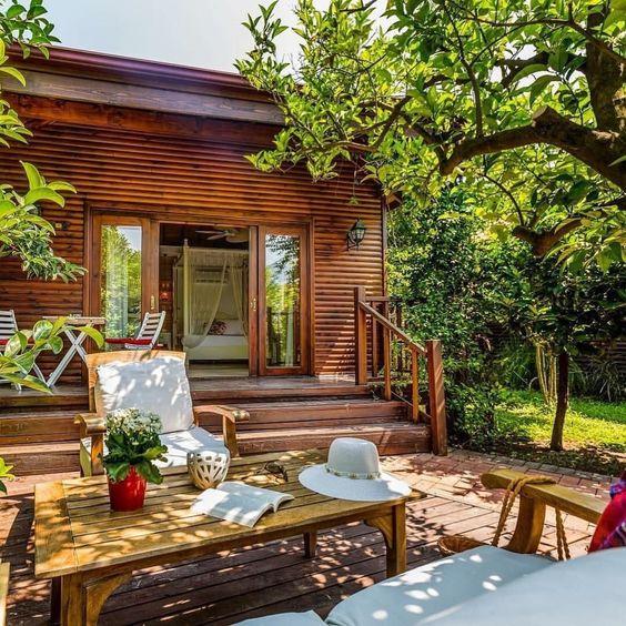 Çıralı Villa Lukka'nın ufak detaylarında göz dolduran yeşil tonlarıyla tatilin her anında özgürlüğe kanat açın… www.kucukoteller.com.tr/cirali-otelleri.html -  Villa Lukka  Cirali, Antalya Turkey ☎️ +90-242-8257376  www.villalukka.com 13 Bungalov  Ort Fiyat/Av. Rates: 350-500₺  Yaz Kış Açık Hayvan / Pets ❤️Konsept: #Balayi - #EkoTatil - #Yoga ➕Dağ Evi Ücretsiz Otopark  Çocuk ve Bebek Kabul: