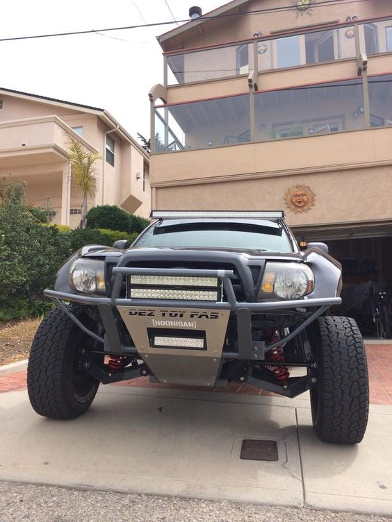 Long travel suspension Toyota Tacoma