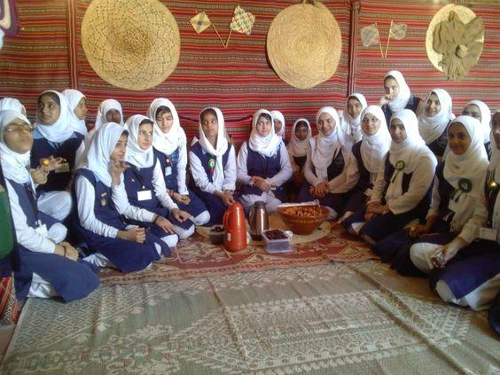 زيارة طالبات المدرسة الباكستانية للقرية التراثية