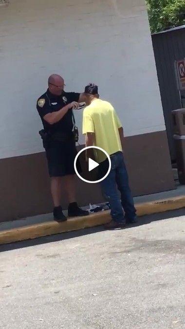 Precisamo de policiais assim em todo o mundo