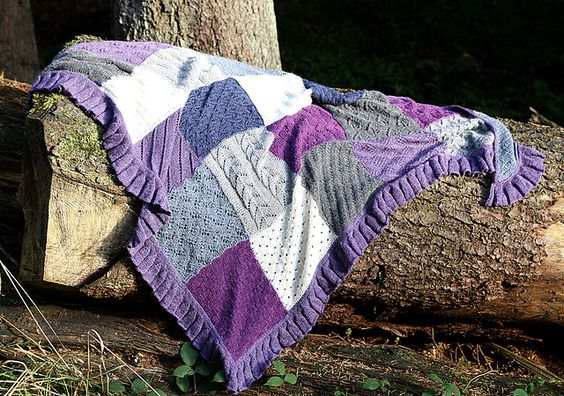 ☺☺☺ Die Idee zu diesem Tuch hatte ich, als ich nach einem Projekt für zwei Tüten Wolle-Pralinen gesucht habe. Daher der Name! ☺☺☺
