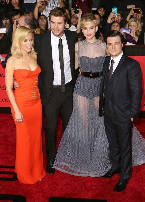 Premiere #CATCHINGFIRE di Los Angeles menghadirkan sesuatu yang berbeda. Apakah itu? Coba lihat gaun yang dipakai Jennifer Lawrence tersebut...