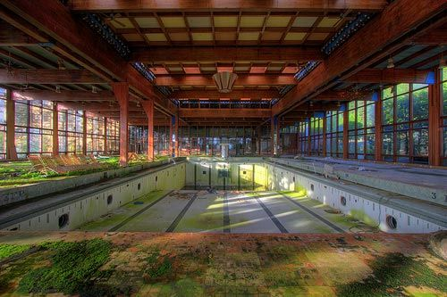 Indoor Pool at Grossinger's, an abandoned Catskills Resort. Grossinger's was once a sprawling complex of 35 buildings, 1200 acres, and once hosted 150,000 guests a year. Abandoned after closing in 1986.