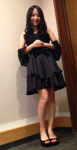 黒ドレスの椎木里佳