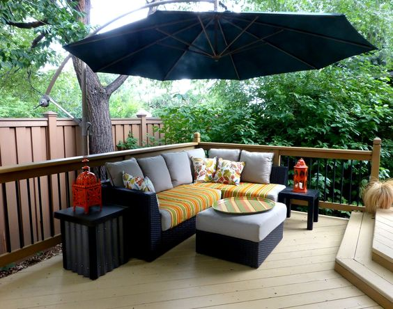 Deck seating area with cantilevered umbrella