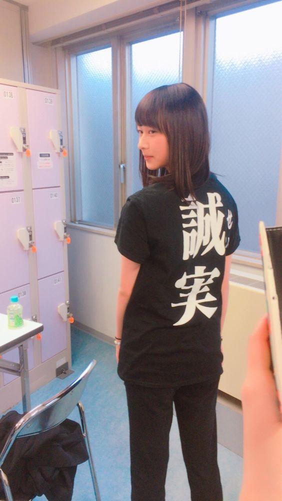 誠実Tシャツを着た鈴木絢音