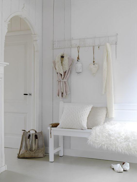 lovely white does it for me  http://www.wonenmetlef.nl/nl/hk-living-bank-franse-stijl-wit-hout.html