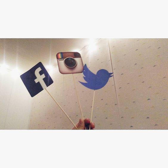 Hello les amis  On a décidé de créer un compte Facebook et Twitter pour le coin des licornes. On s'est dit que ça serait peut être plus simple et en plus on a pleins de surprises..  FB : http://ift.tt/1Ms5xuD Twitter : @coindeslicornes  Vous passez un bon week-end de Pâque ?  Moi ouiii je vous dirai pourquoi demain  Vanessa.  #book #diy #cute #amazing #smile #happy #livre #love #littérature #book #lifestyle #art #girl #cool by coindeslicornes