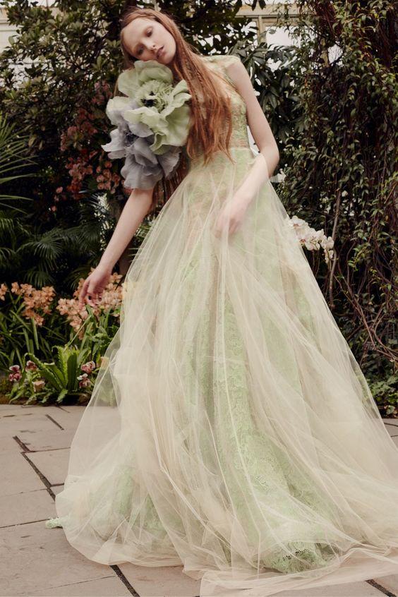 Vera Wang Bridal Spring 2020 collection, runway looks, beauty, models, and reviews.