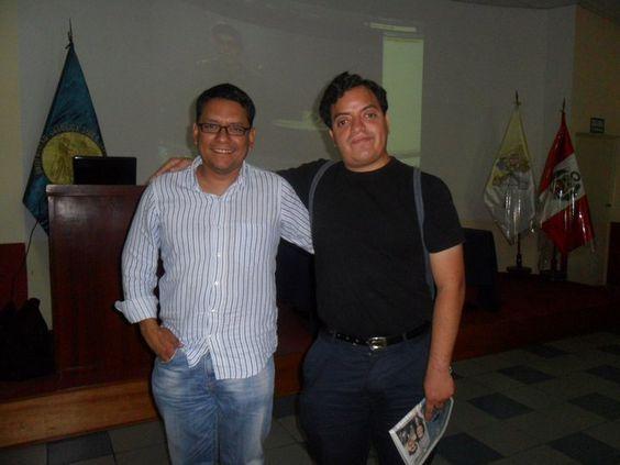 Milton Vela Valencia y Freddie Armando Romero en el Seminario de Redes Sociales y Marketing Personal. (2011)