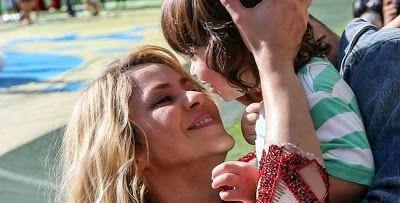 cotibluemos: Shakira enseña a Milan a leer