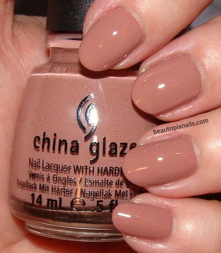 Another from the China Glaze Capitol Colours collection - Dress Me Up (District 8, Textiles). Sort of the polar opposite of my beloved Riveting (District 3, Tech), but looks like it has the potential to be an everyday fingernail fave.