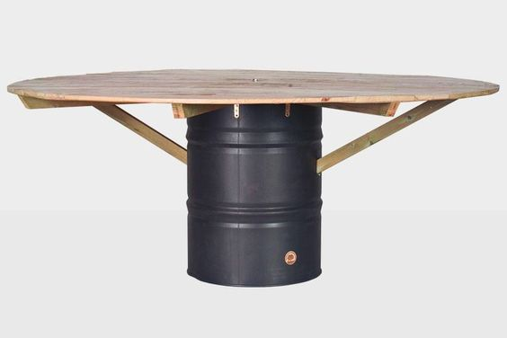 #SL6... Mesa construida a base de madera de palet barnizado con barniz satinado, fijado con tirantes en madera de pino cuperizado collados a bidón pintado con pintura gris galvanizada.  Medidas: 2 metros de diámetro, 80 cms de altura.  http://www.lapetitemaisonlaboratoridart.com https://www.facebook.com/lapetitemaison.laboratoire
