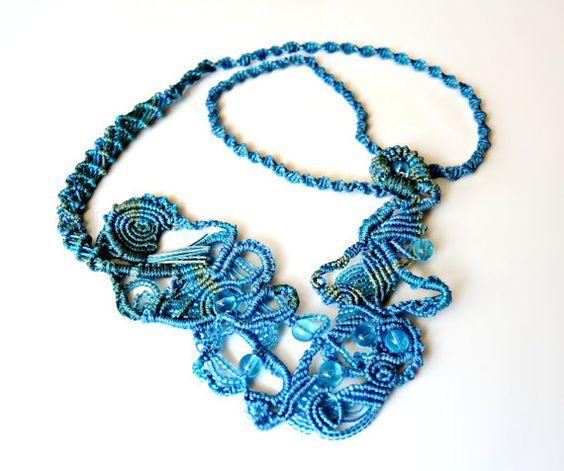 Forme libre, collier macramé - eaux bleues - forme libre Micro macramé - OOAK
