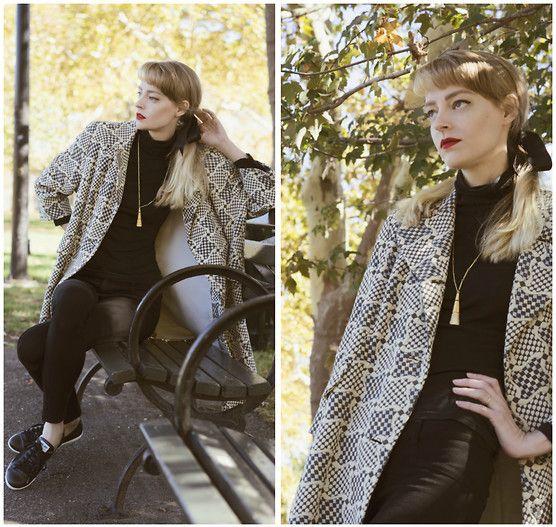 Laura 沖田   Okita - Le Bunny Bleu Black Aurora Sneaker, Vintage Tassel Necklace, Vintage Coat - Audrey's Autumn