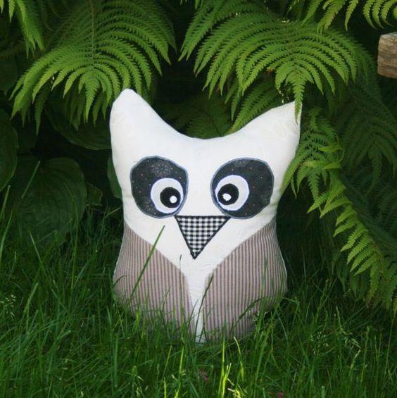 Se vores store udvalg af unika kunsthåndværk, f.eks. disse håndsyede puder til kun 125 kr. Se flere her: http://uglenimosen.dk/produkter/27-haandlavet/