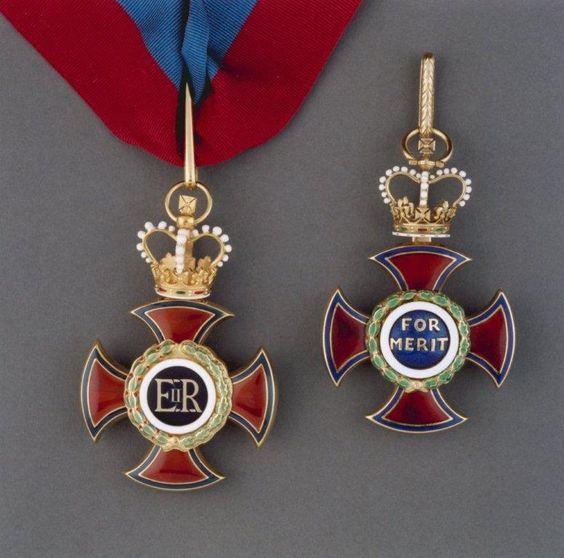 Order of Merit (civil division) - Badges (obverse & reverse)