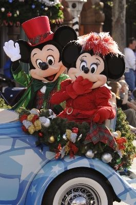 Mickey & Minnie in the Christmas parade #Disney #Mickey #Minnie