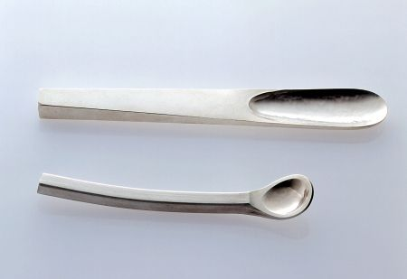 Antje Dienstbir IV    Löffel  Sterlingsilber, 10 cm und 7 cm  2000 --   Antje Dienstbir is a silversmith from Germany She calls herself Löffelschmiedin , because she makes spoons and only spoons
