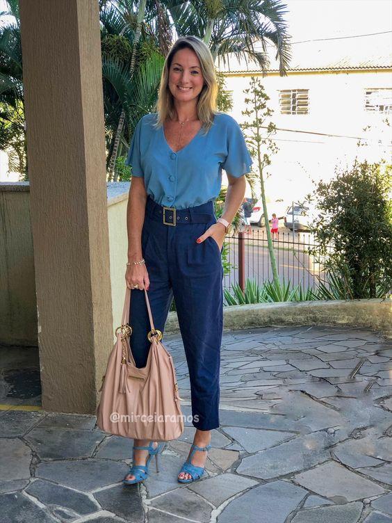 Look de trabalho - look do dia - look corporativo - moda no trabalho - work outfit - office outfit -  spring outfit - look executiva - look de primavera   - look vida real - ootd - look advogada - look de trabalho coloridos - moderno - atual - look tom sobre tom - ton sur ton - bolsa nude - sandália jeans - calça clochard azul marinho lindo - blusa azul céu - blue - navy