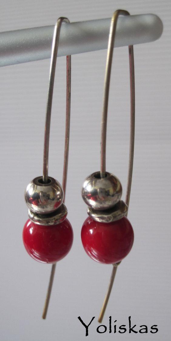 Pendientes Yoliskeros con piedra cerámica en rojo y bola metal. Para más información visítanos en nuestro blog.