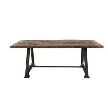 """Une table dans l'esprit """"Factory"""" avec beaucoup de cachet!"""