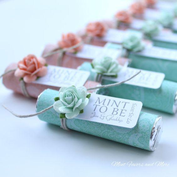 """Rollitos de mentas para cuando es """"Mint to be"""" como souvenir de bodas personalizado y comestible."""