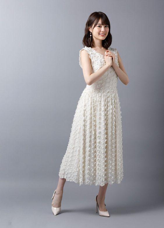 白いワンピースのかわいい生田絵梨花