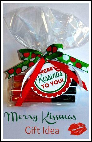 "Merry ""Kissmas"" Gift Idea and TAG (for lipgloss, chapstick, lipstick or chocolate kisses) - makinglifewhimsical.blogspot.com"