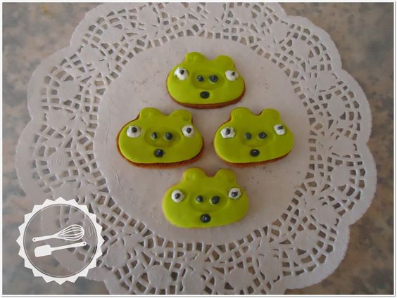 "Butter cookies with sugar paste.  ""Angry Birds"" #cookies #angrybirds"