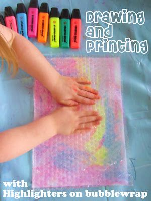 Learn with Play @ home: Drawing & Printing with Highlighters on Bubble wrap #fun #diy #kids #craft #paint