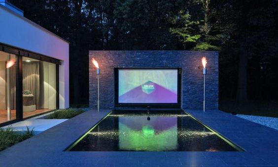 Smarthome-Traum: Dieses Outdoor-Kino ist deluxe