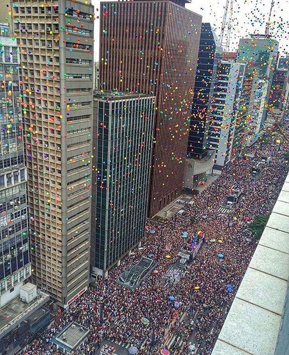 Sao Paulo Pride Avenida Paulista ontem durante a Parada do Orgulho LGBT. Foto por @viajabi ❤️ #amorpaulista