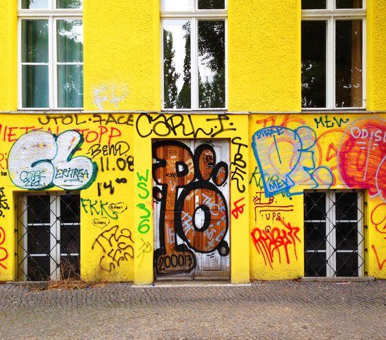 muro amarelo e etc