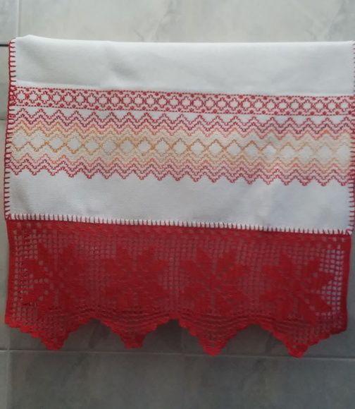 Toalha de Vagonite com crochê vermelha
