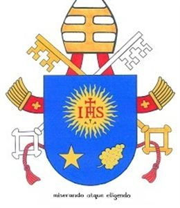 Foto: El emblema Jesuíta luce en el escudo del Papa (SANTA SEDE)