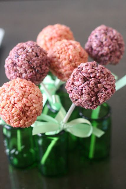 Strawberry and Blueberry Rice Krispies Pops (Recipe uses freeze-dried ...
