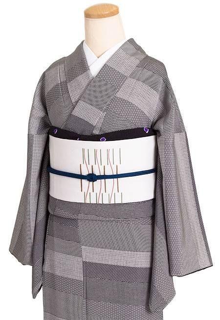 横段割付文のモノトーン小紋を「菱健」謹製の染め名古屋帯でコーディネート。 http://kururi...