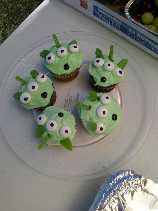 Alien - Toy Story Theme Cupcakes