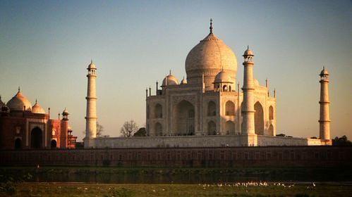 El viajero @paconadal está la #India y desde allí os cuenta cómo es el majestuoso Taj Mahal http://ow.ly/KFF9j