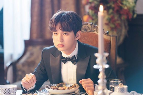 "Yoo Seung Ho Adorably Stuffs His Cheeks With Food In ""My Strange Hero"""