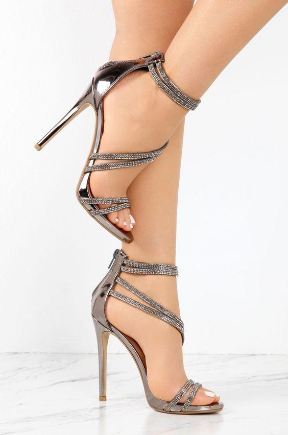 Die Wichtigsten Luxusmarken Der Welt Luxury Vintage Madrid Bieten Ihnen Die Beste Auswahl An Modernen Und K Mit Bildern Schuhe Damen Hochhackige Sandalen Schuhe Frauen