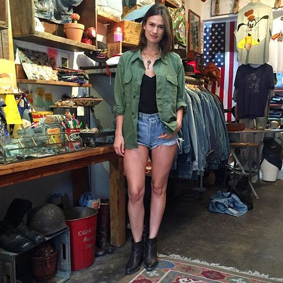 Stop by the shop and let us slip you into something a lil more comfy! We don't just sell old things... We can fix,fit, and customize your favorite jeans so stop by the shop soon, thanks Julie♻️✂️!!! #FoxholeLA #Silverlake #SunsetBLVD #WhenYouLookGoodWeFeelGreat #DenimPorn #DenimRepair #DreamInDenim #VintageShopping #VintageDenim #MadeInSilverlake
