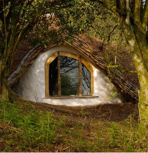 low impact woodland hobbit house earth everyday houses around the world pinterest gardens. Black Bedroom Furniture Sets. Home Design Ideas