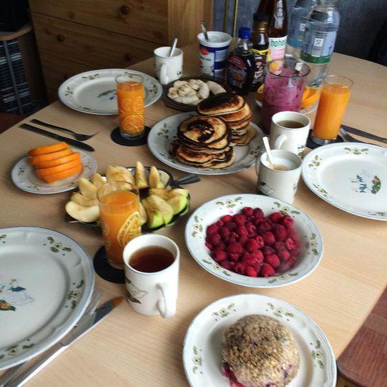 """""""#frühstück mit den Ladys #guterstartindentag #liebe #mugcakeliebe #mugcake #pancakes #orange #healthy #healthyfood #foodporn #selfmade #himbeeren #apfel…"""""""