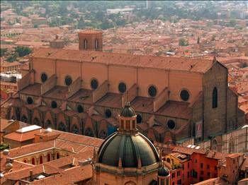 İtalya'daki Bologna Üniversitesi dünyanın en eski üniversitesi.
