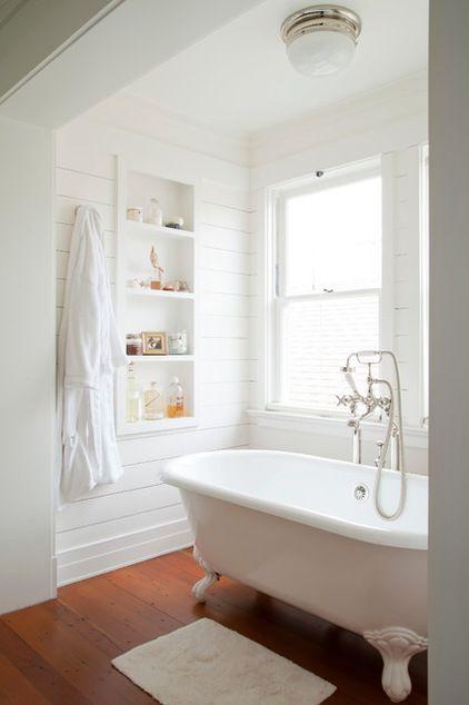 ... étagères baignoires simple salles de bains blanches salle de bains