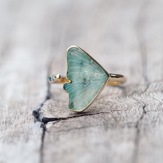 Jewelry | Jewellery | ジュエリー | Bijoux | Gioielli | Joyas | Rings | Bracelets | Necklaces | Earrings | Art | Emerald Wing Ring